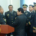 Cúpula de la Policía platica con el ministro de Seguridad, Benito Lara, luego del traspaso del mando policial. Lara dijo que anunciarán medidas emergentes. Foto EDH / Marvin Recinos.