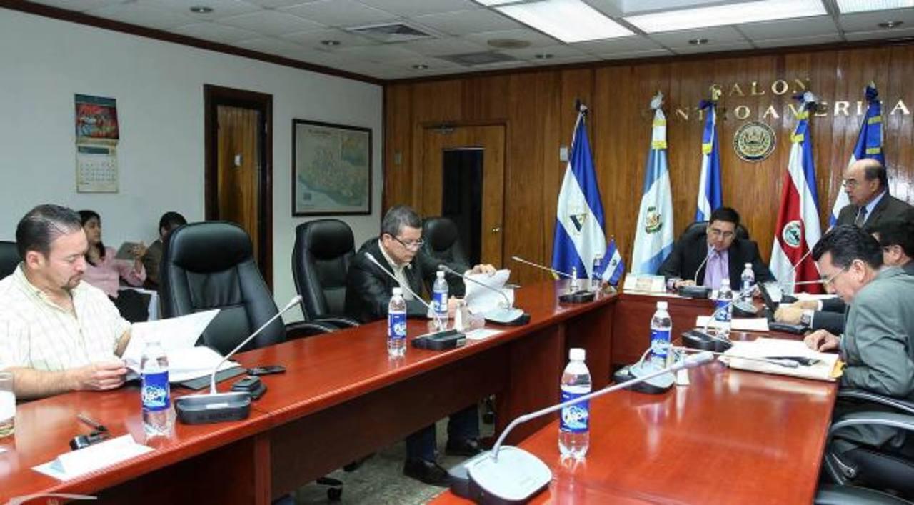 Comisión que ve elección de magistrados de CCR recibió denuncia contra Tóchez