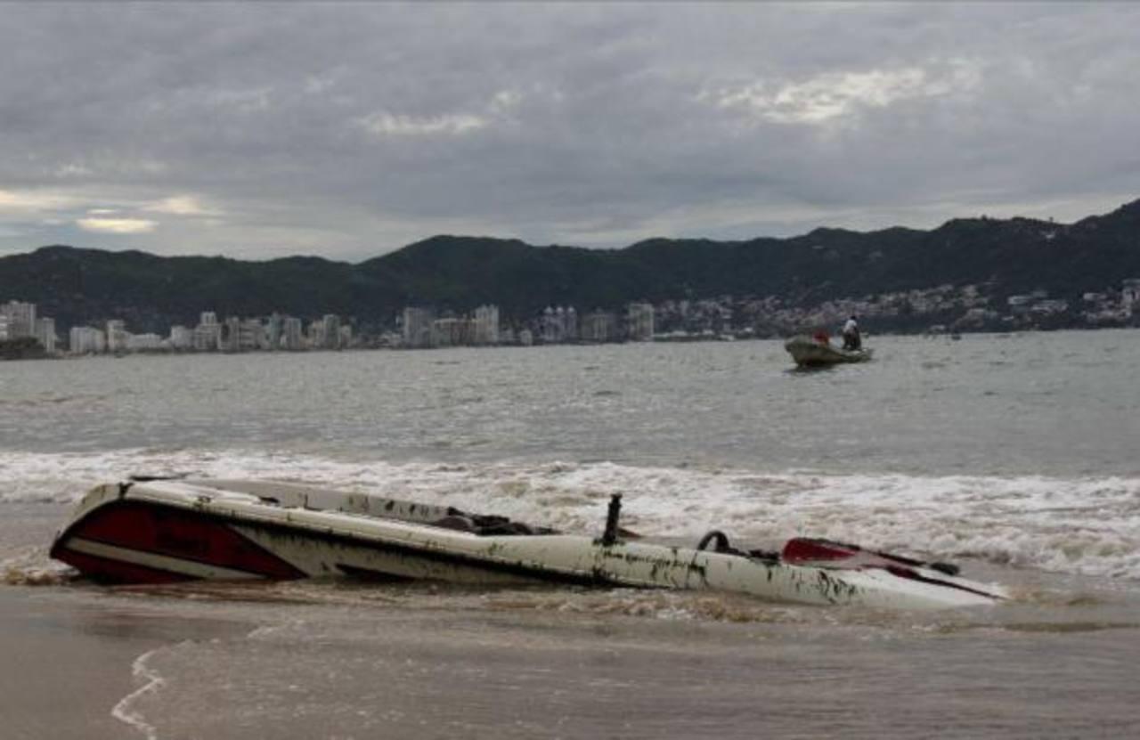 Tormenta Cristina ya deja primeros estragos en costa mexicana.