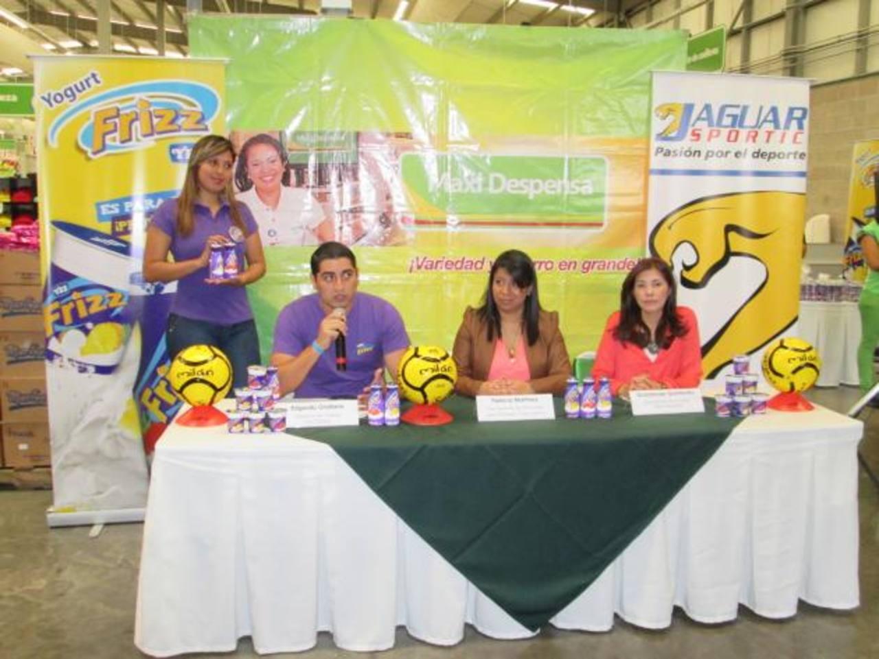 Representantes de las marcas dan a conocer sobre el torneo. Foto / Cortesía