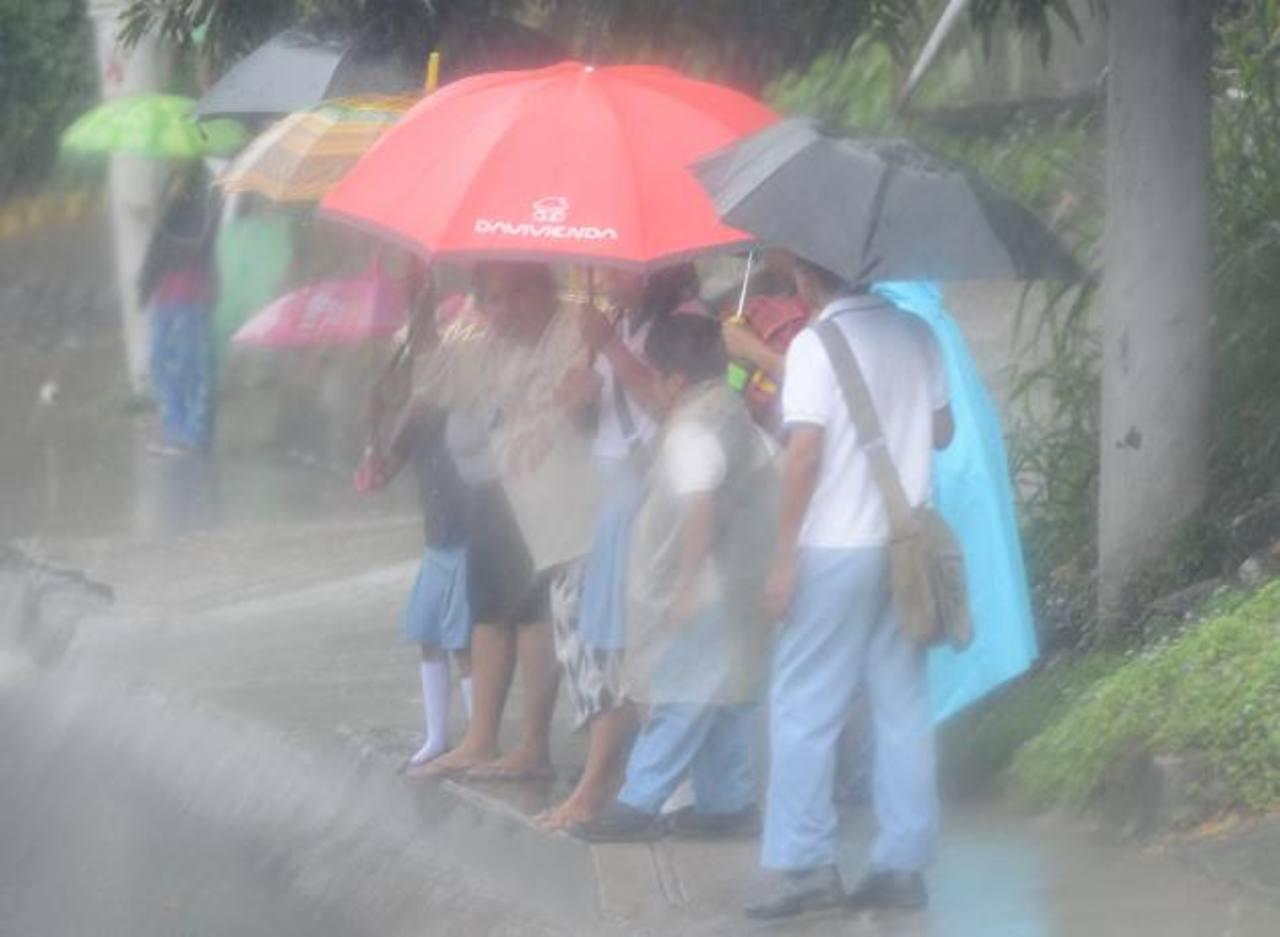 Esté prevenido, ya que autoridades aseguran que continuarán los periodos de lluvia, sobre todo, en la zona norte del país y en las cercanías de la cordillera volcánica.