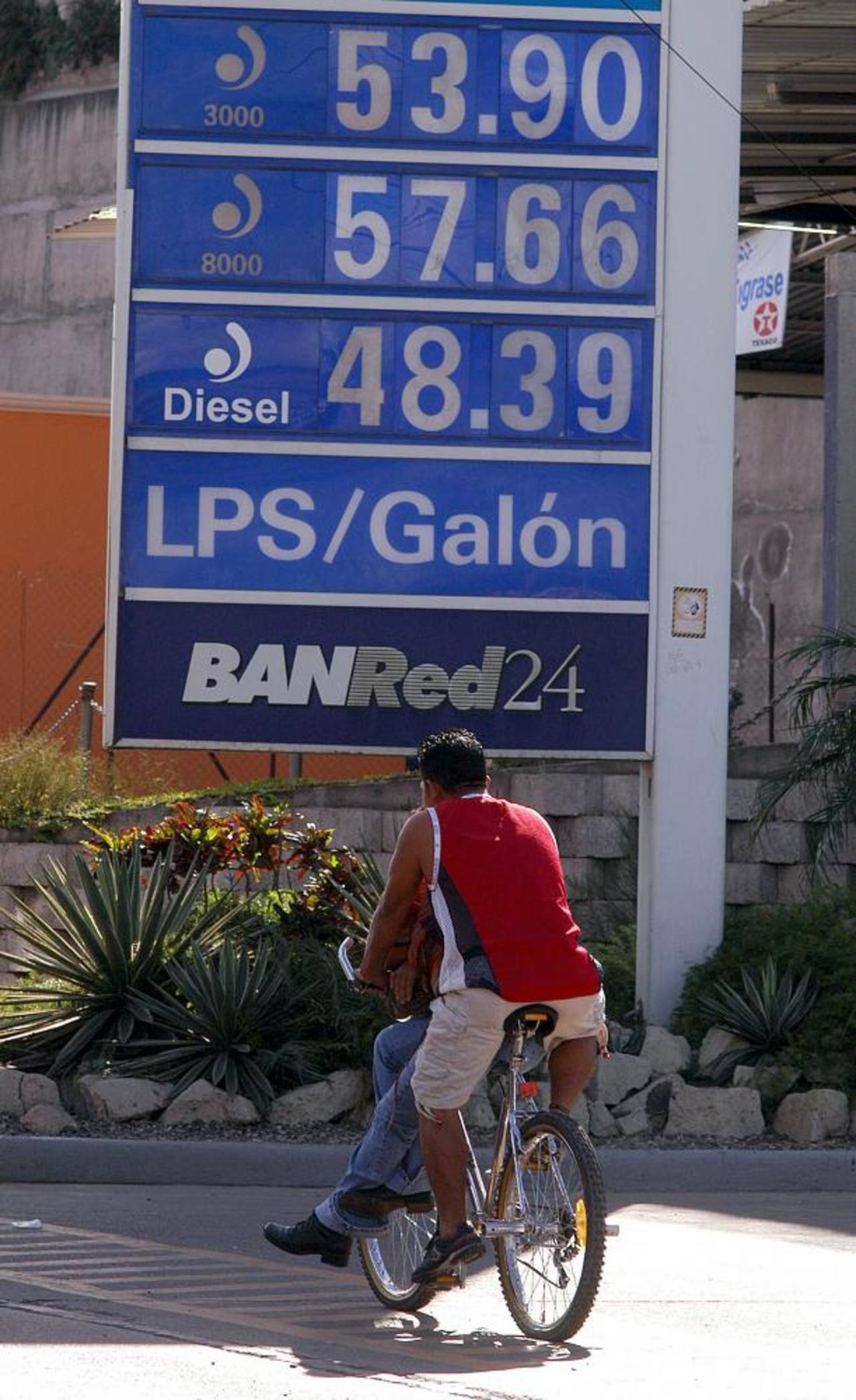 La factura petrolera del país ha disminuido este año.