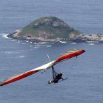 Al sobrevolar en ala delta en Río de Janeiro tendrá otra perspectiva del Cristo Redentor, del Pan de Azúcar y la playa Copacabana. Además del espectacular mar.