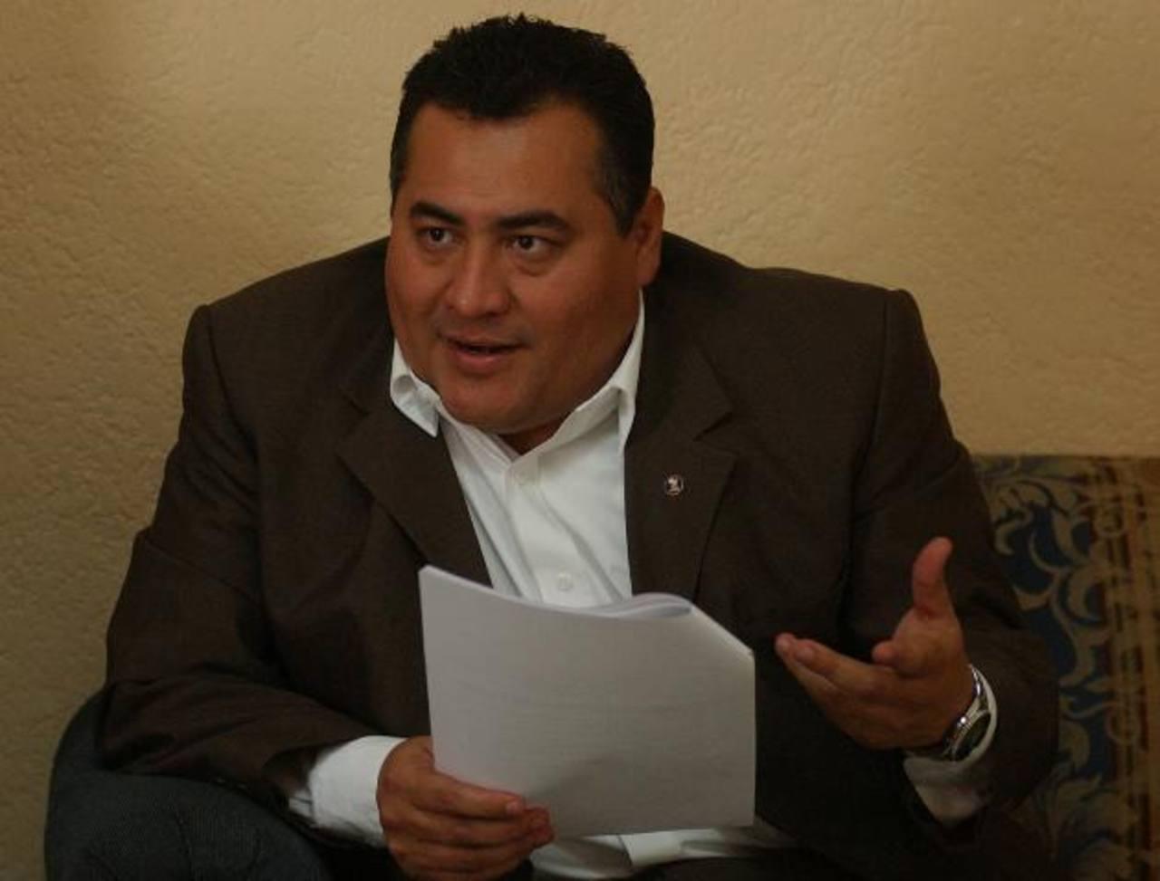 """El juez primero de Instrucción de San Salvador, Levis Italmir Orellana, decretó """"reserva total"""" del proceso penal contra Flores."""