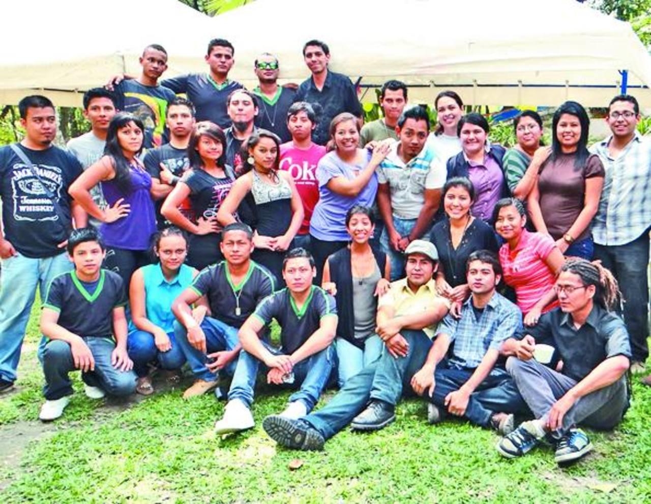 Los participantes pertenecen a diferentes colectivos de teatro, arte circense y batucada, entre otros. Foto EDH / Cortesía