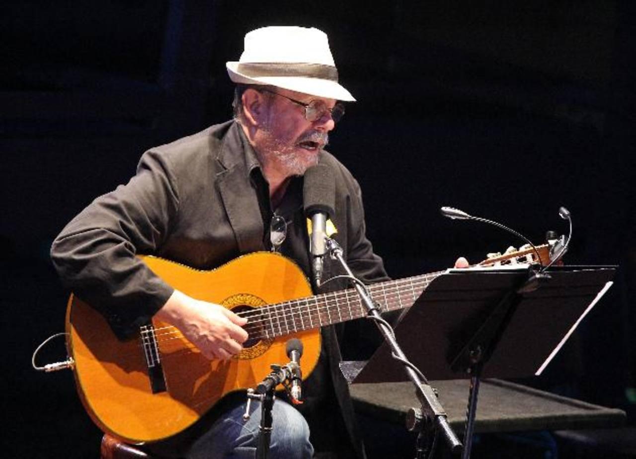 El cantante reconoció que tiene una vida mucho más cómoda que la mayoría de los cubanos.