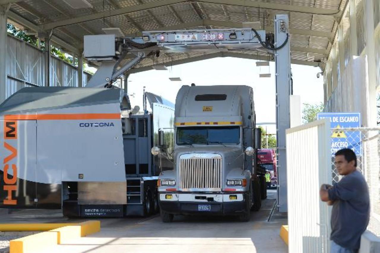 Los equipos de rayos X están instalados en siete aduanas del país. Por ahí se revisan los contenedores. foto EDH / archivo
