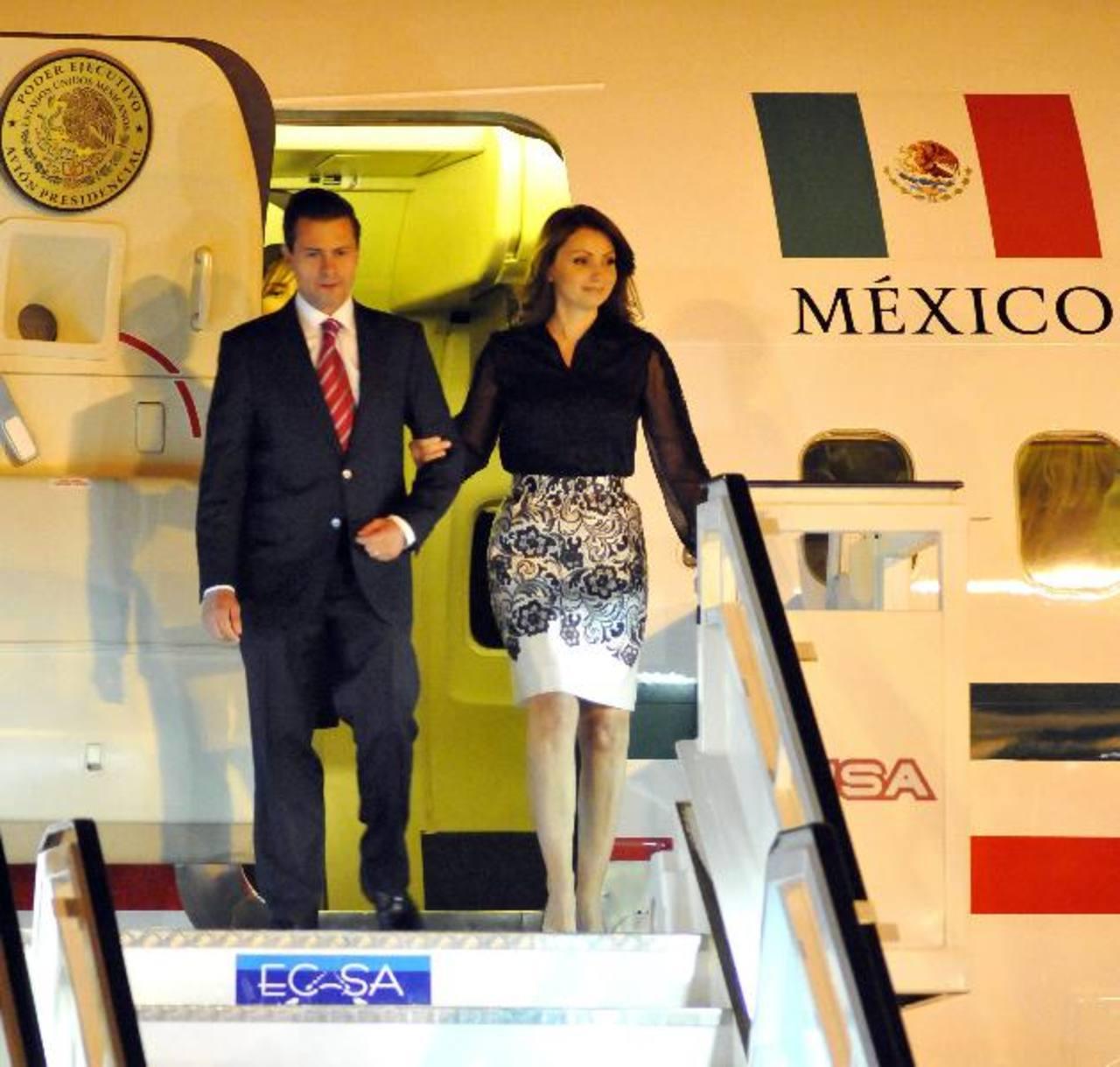 El presidente mexicano, Enrique Peña Nieto, viaja con su esposa, Angélica Rivera de Peña. Ambos se hospedarán en el Palacio El Pardo durante su estancia en Madrid. Foto EDH / Archivo