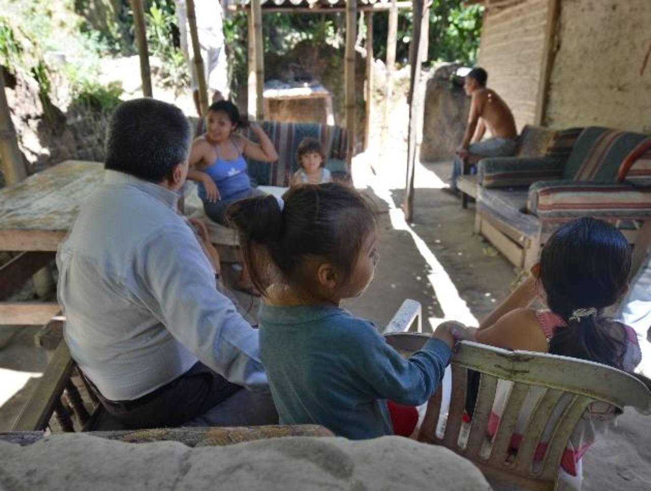 Familias enteras han sido afectadas con el nuevo virus en Ayutuxtepeque. Fotos EDH/ Douglas Urquilla