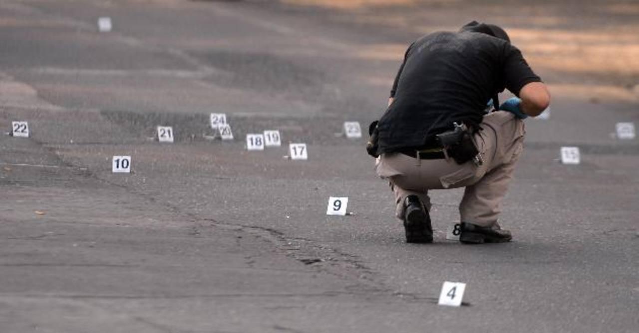 Los condenados atacaron a tiros a investigadores policiales que intentaron capturarlos luego de presenciar que habían matado a un pandillero recién deportado. Foto EDH / Archivo.