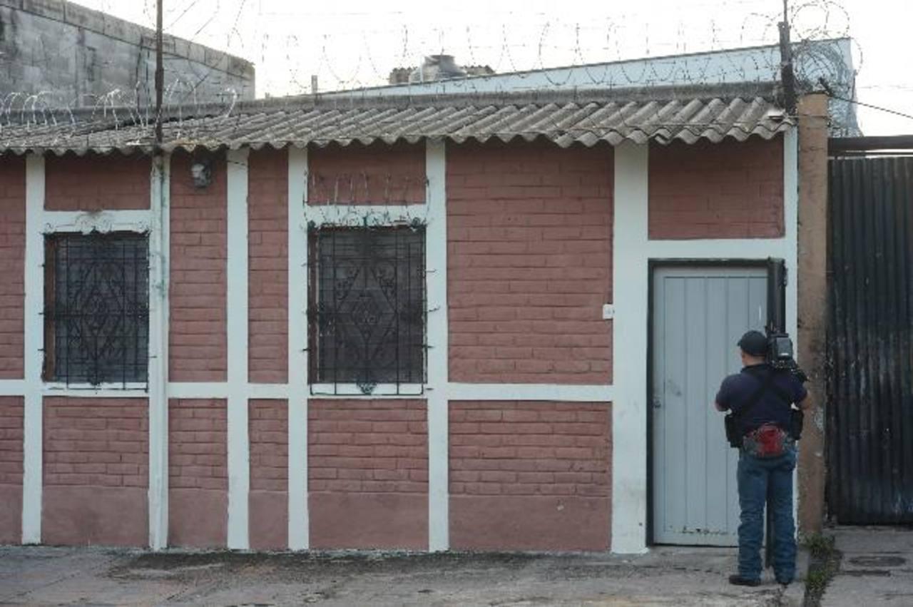 Johana Meléndez fue asaltada y asesinada ayer en su casa, ubicada en el barrio Santa Anita. Foto EDH/ Douglas Urquilla.