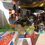 Los rateros, incluso, sustraen frutas de diferentes puestos de venta. fotos edh / archivo