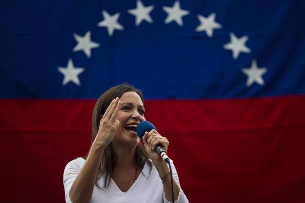 La diputada venezolana y dirigente de oposición, María Corina Machado, 46 años, durante una manifestación contra el régimen chavista. foto edh / efe