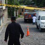 Procesan escena de asesinato de José Dumas Valencia en San Francisco Chinameca, La Paz. Foto EDH / Douglas Urquilla