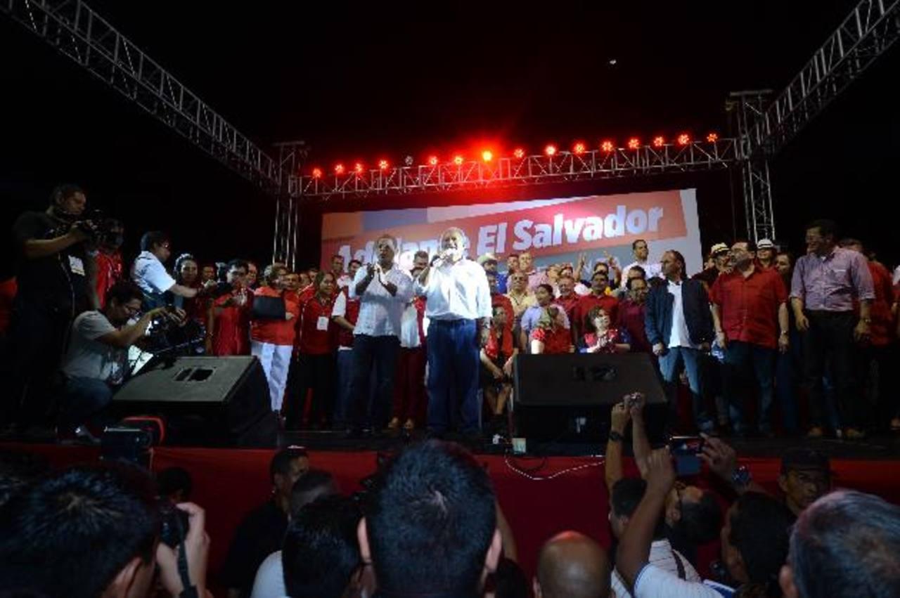 Muchos de los funcionarios nombrados por Salvador Sánchez Cerén estuvieron con él durante su discurso de aceptación del triunfo. Foto EDH / archivo