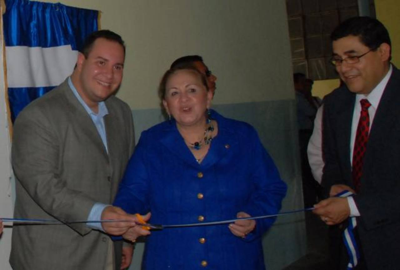 Mirna Cartagena, durante una inauguración en 2009, en la ciudad de Santa Ana. Foto EDH / Archivo