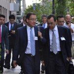 El fiscal general, Luis Martínez, a su salida el viernes de las oficinas del CIADI en Washington. Fotos EDH