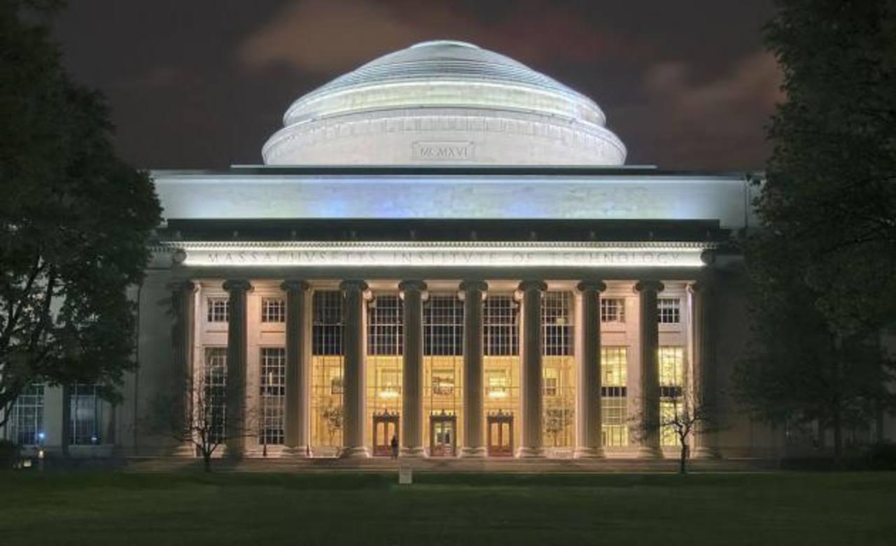 En el MIT de Massachusetts se recibieron en 2012, 18,109 solicitudes en el 1er. año. Su tasa de admisión es de 8.9 %.