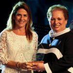 Gracia Rossi, de Microsoft, junto a la embajadora de EE. UU. para El Salvador, Mari Carmen Aponte.