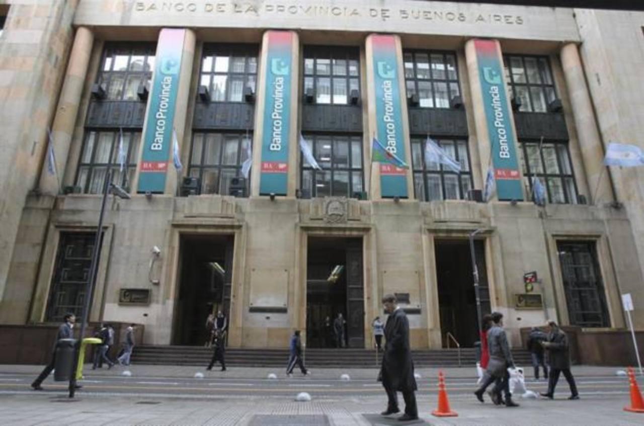 La sede de un banco privado en el centro de Buenos Aires (Argentina). La delegación de la Asociación de Bancos Privados de Capital Argentino (ADEBA) encargada de negociar en Nueva York la compra de los títulos de deuda a los fondos especulativos ha v