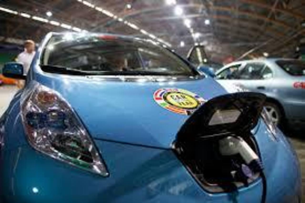Las estaciones de carga rápida pueden recargar el 80 % de la capacidad de la batería del Nissan Leaf en unos 30 minutos.