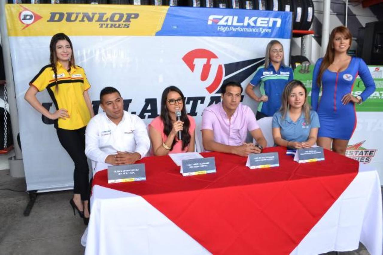 Personal de Unillantas realizó la inauguración de la sucursal. Foto edh/ Cortesía