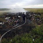 Restos del avión y varios de los cadáveres quedaron dispersos en Grabov, en la región de Donetsk, al este de Ucrania.