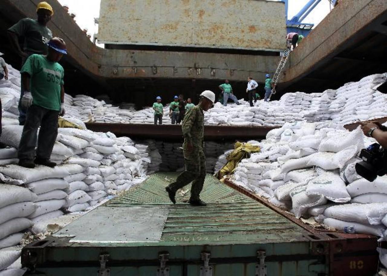 El cargamento de armas cubanas iba debajo de sacos de azúcar hacia norcorea.