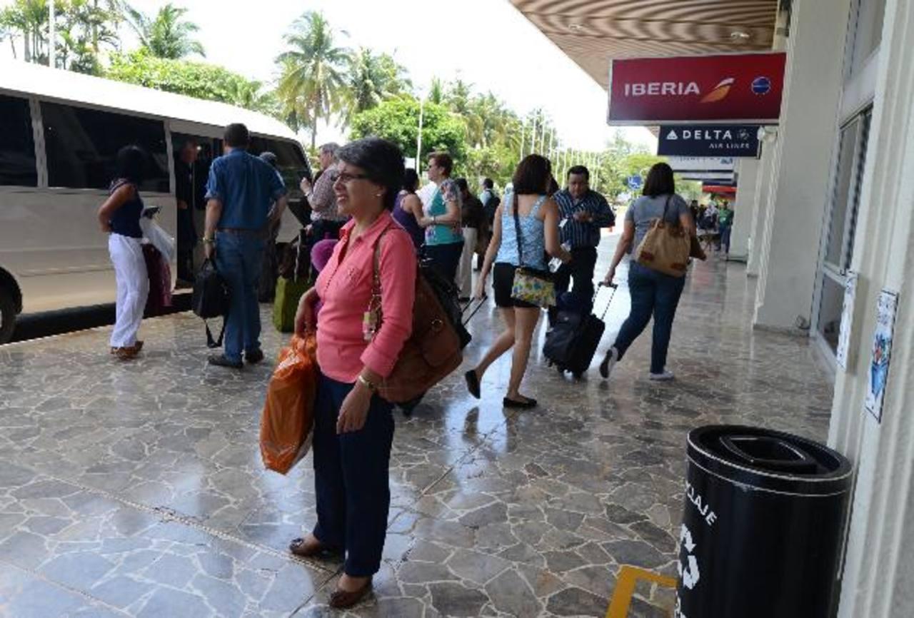 La mayoría de afectados dijo que la aerolínea no les explicó a qué se debió la demora del vuelo. Foto edh / MAuricio cáceres