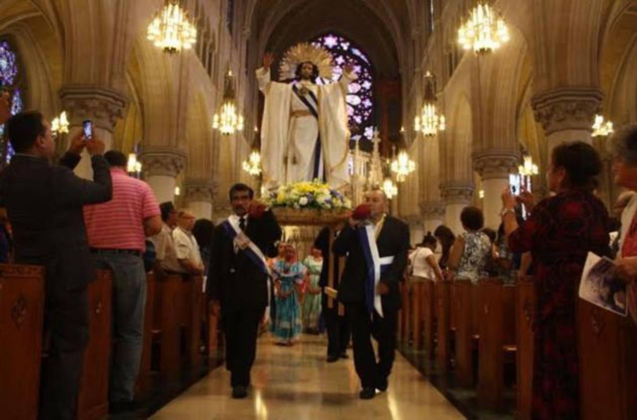 Salvadoreños en Nueva Jersey participaron en la misa en honor del Divino Salvador del Mundo.