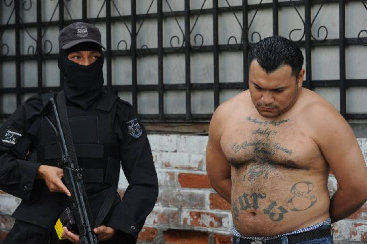 Un supuesto cabecilla de la mara 18, identificado como Guillermo P., de 33, fue detenido ayer. Foto EDH dh / Lissette Monterrosa.