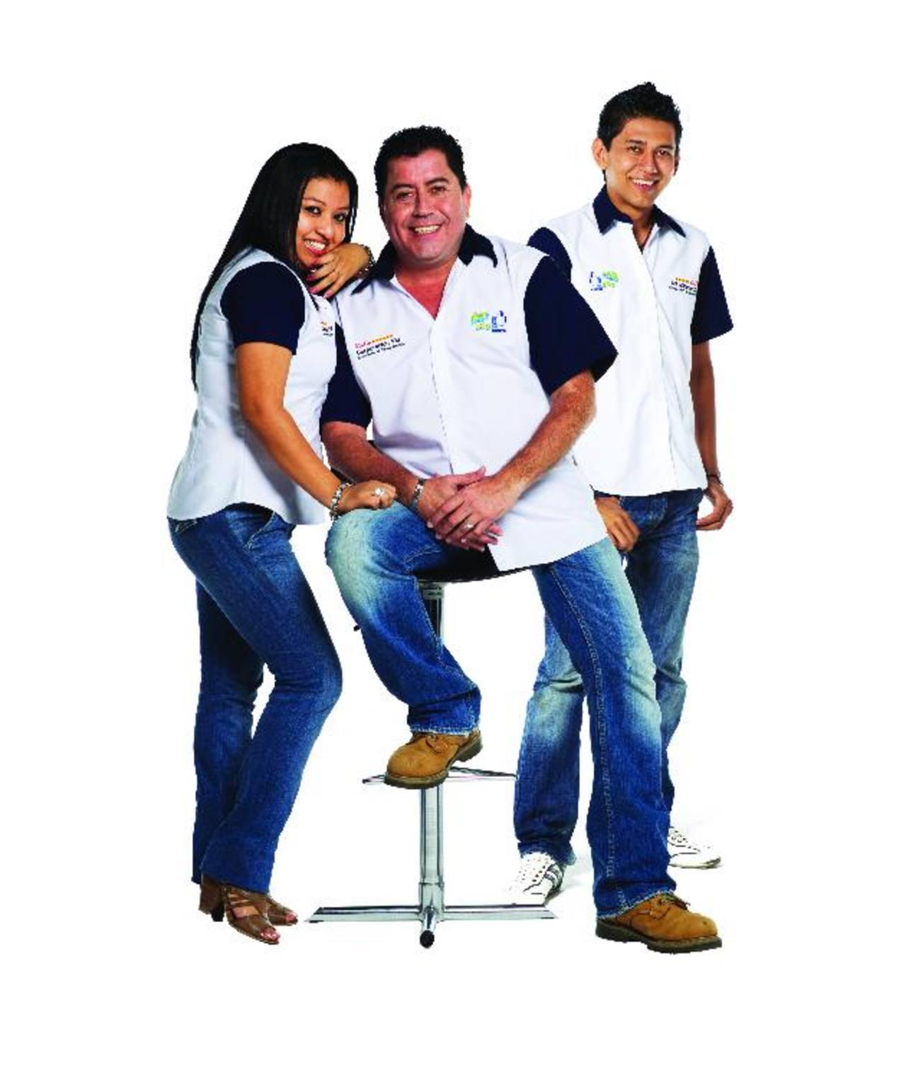 """Beatriz Padilla, Homer Ortega y Ronnie Moreno son los conductores del programa """"Confiesamelove"""". foto edh/CORTESÍA"""
