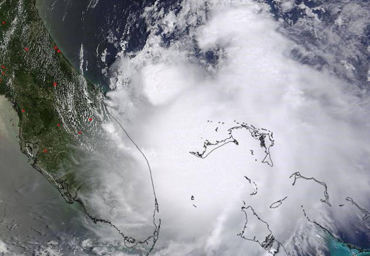 Arthur se convierte en huracán en el Atlántico