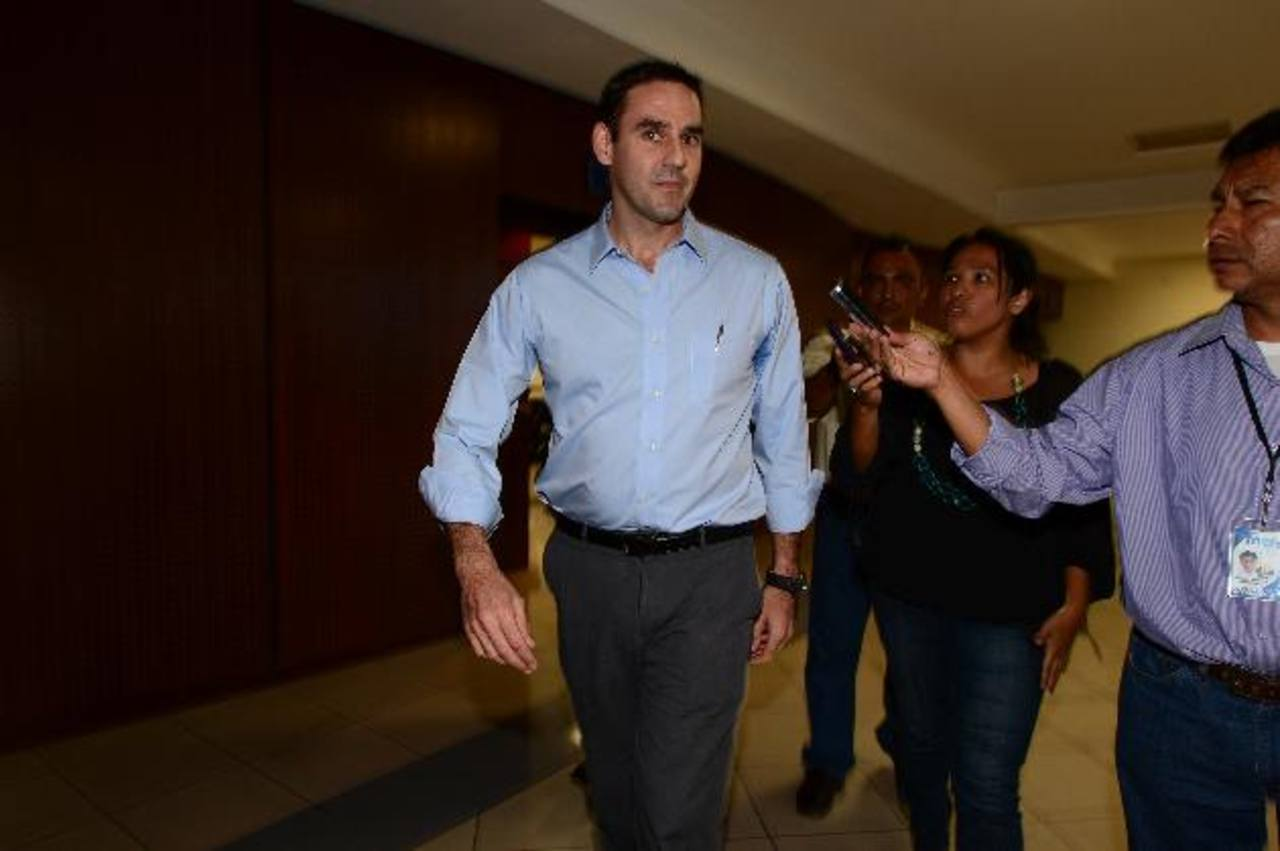 El Tribunal absolvió ayer a Ernesto Muyshondt del delito de difamación en contra del expresidente Mauricio Funes. Foto EDH / JORGE REYES.