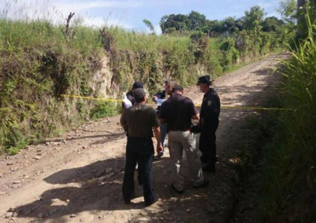 Las autoridades verificaban un triple homicidio cometido en Coatepeque, Santa Ana.