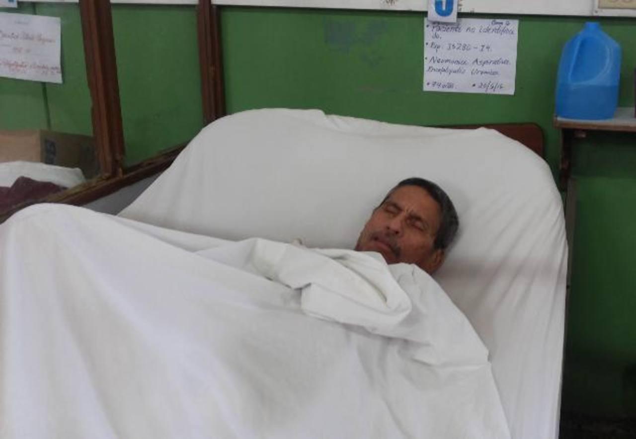 El señor dijo llamarse Felipe, se encuentra en el Servicio de Ortopedia del hospital Rosales.