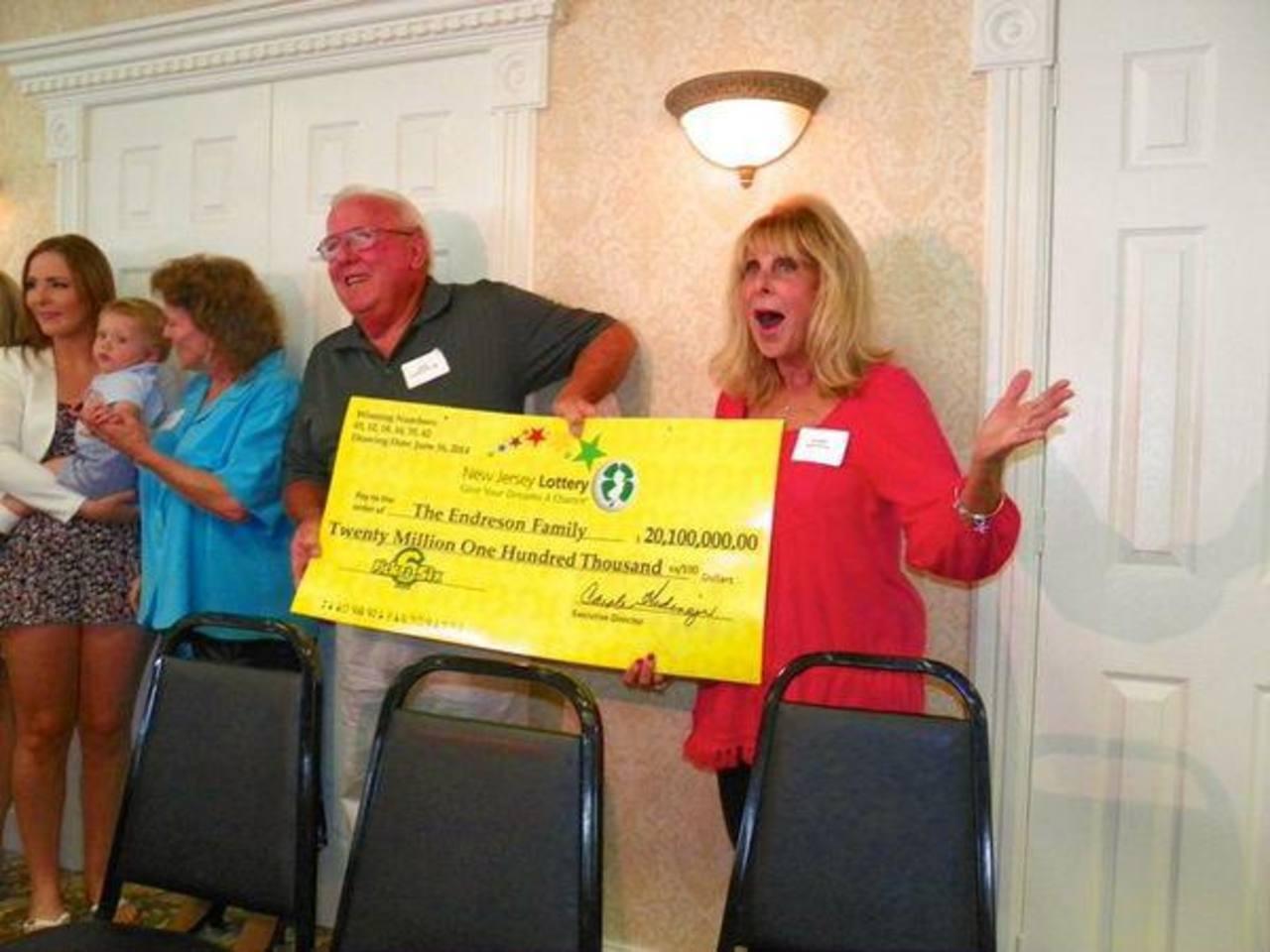 Premio de $20 millones en lotería gana numerosa familia estadounidense