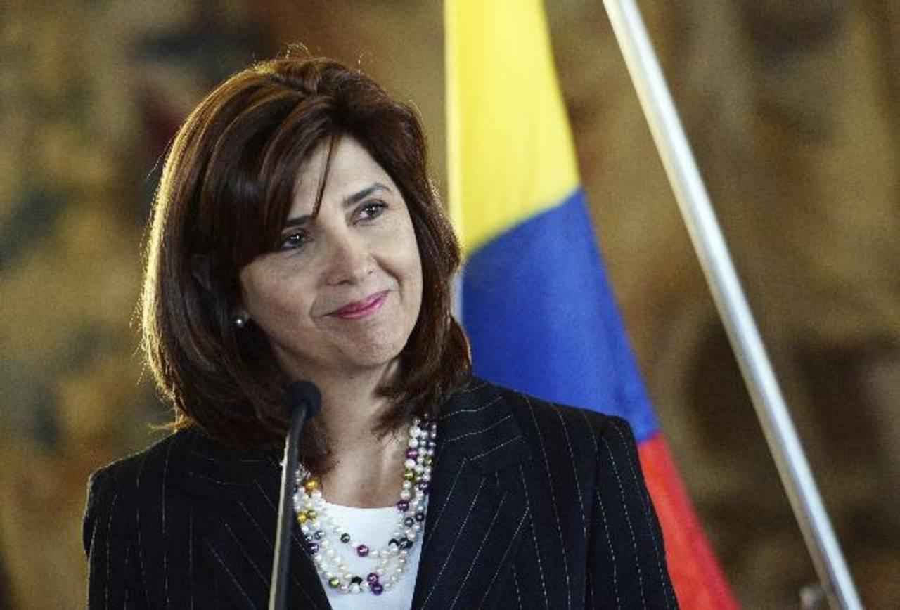 La diplomática de Colombia, María Ángela Holguín Cuéllar, arriba hoy a El Salvador, donde hay mucha inversión de importantes grupos financieros de su país. foto edh / cortesía