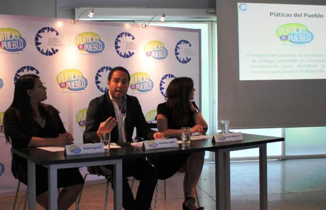 """Eduardo Cader, Fundador del Hub de Global Shapers de San Salvador comenta sobre los antecedentes de """"Pláticas del Pueblo""""."""