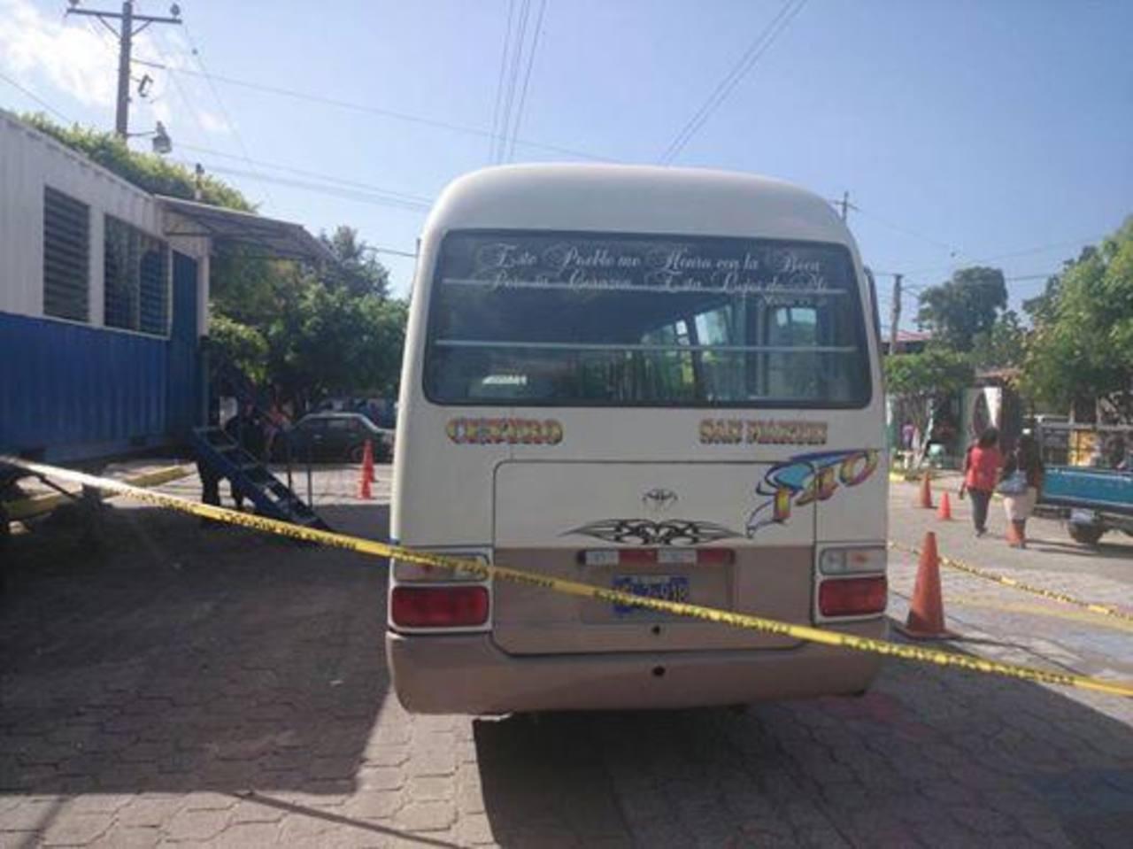 En este microbús se perpetró esta tarde el ataque armado en San Martín.