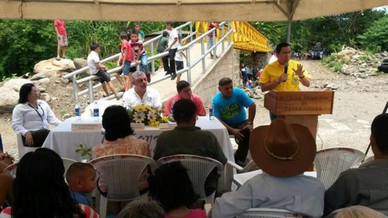 La inversión en las pasarelas es superior a los 10 mil dólares, según fuetes de Obras Públicas. Foto EDH / cortesía MOP