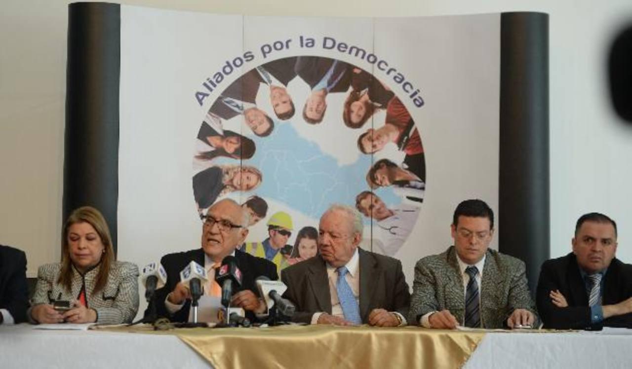 Aliados por la democracia, dijeron, estarán vigilantes de las decisiones de Asamblea. foto edh / Marlon Hernández