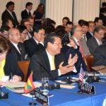 La Subsecretaria de Estado de EE. UU., Roberta Jacobson, el canciller Hugo Martínez, ayer durante la reunión de OEA en Washington. foto EDH/Tomás Guevara