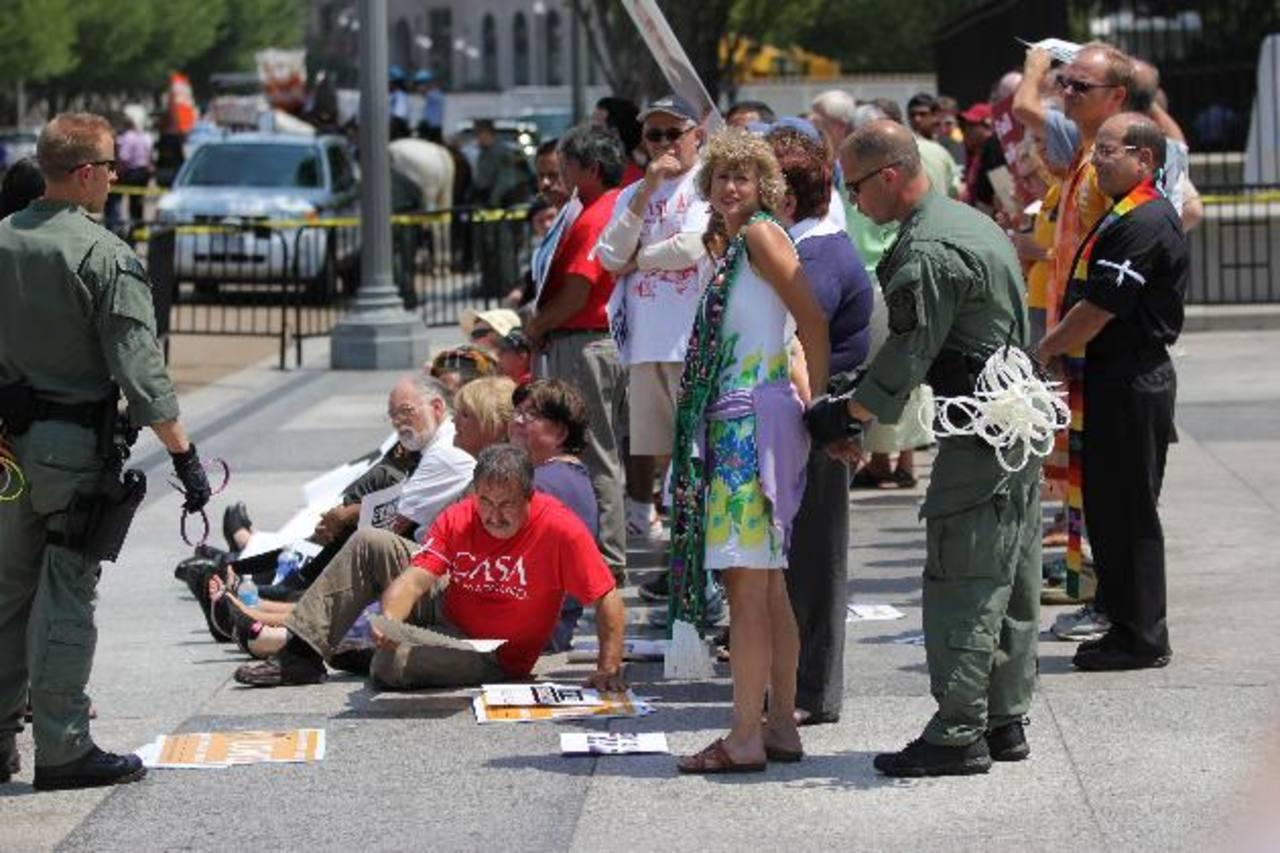 Los manifestantes se apostaron ayer frente a la Casa Blanca para protestar contra las masivas deportaciones. foto edh / AP
