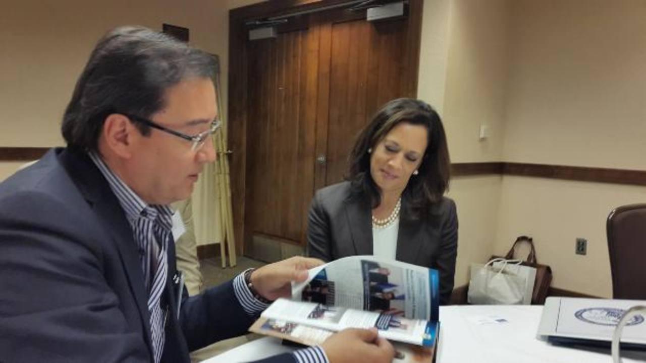 El Fiscal General, Luis Martínez, con su colega del Estado de California, Kamala Harris. foto EDH /Cortesía de FGR