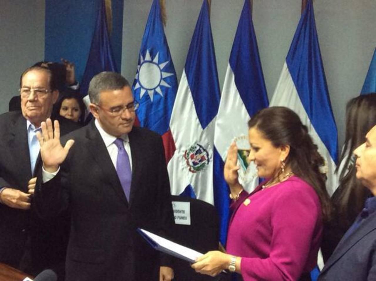 Juramentación de Mauricio Funes como diputado del Parlacen.