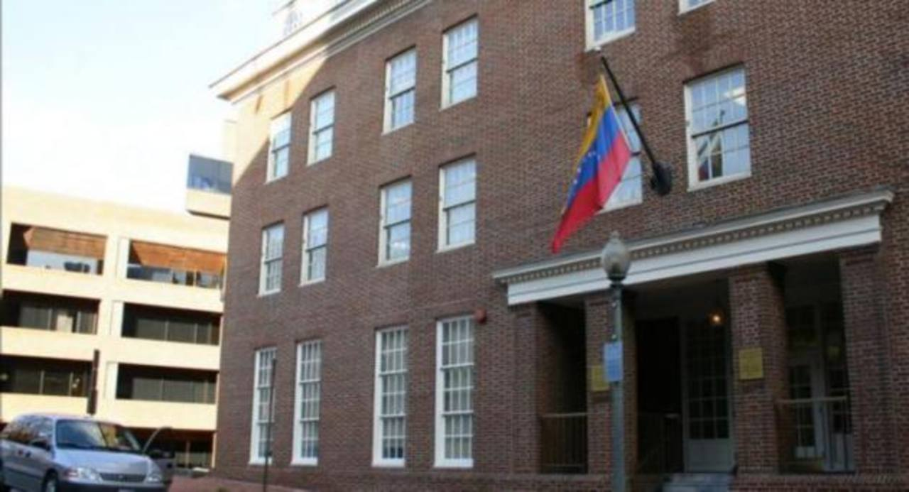 Fachada de la embajada de Venezuela, situada en el 1099 30th St., NW de Washington D.C., EE.UU.