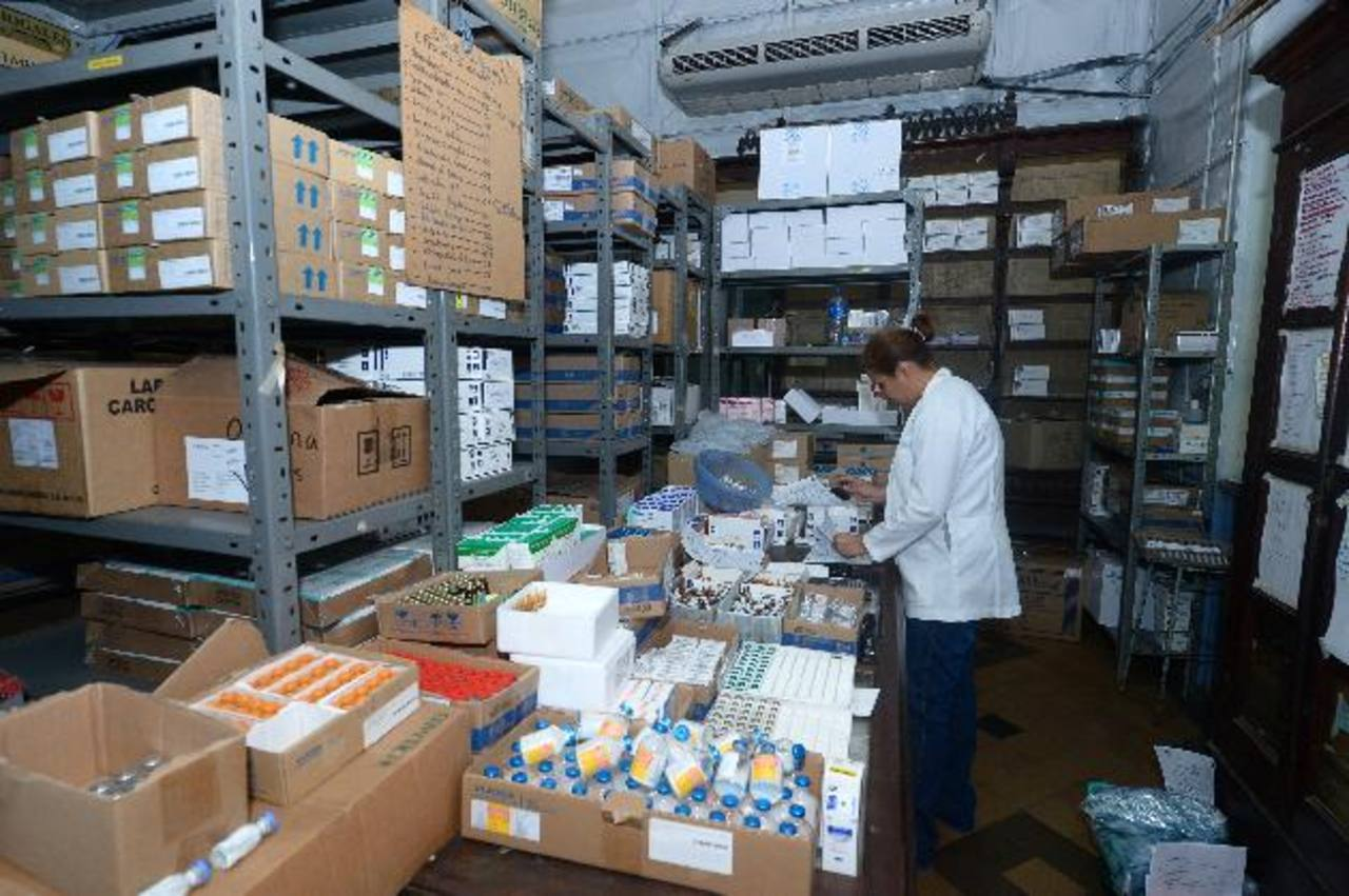 Farmacia central del hospital Rosales, el principal centro de referencia del país . Foto EDH/RenÉ quintanilla