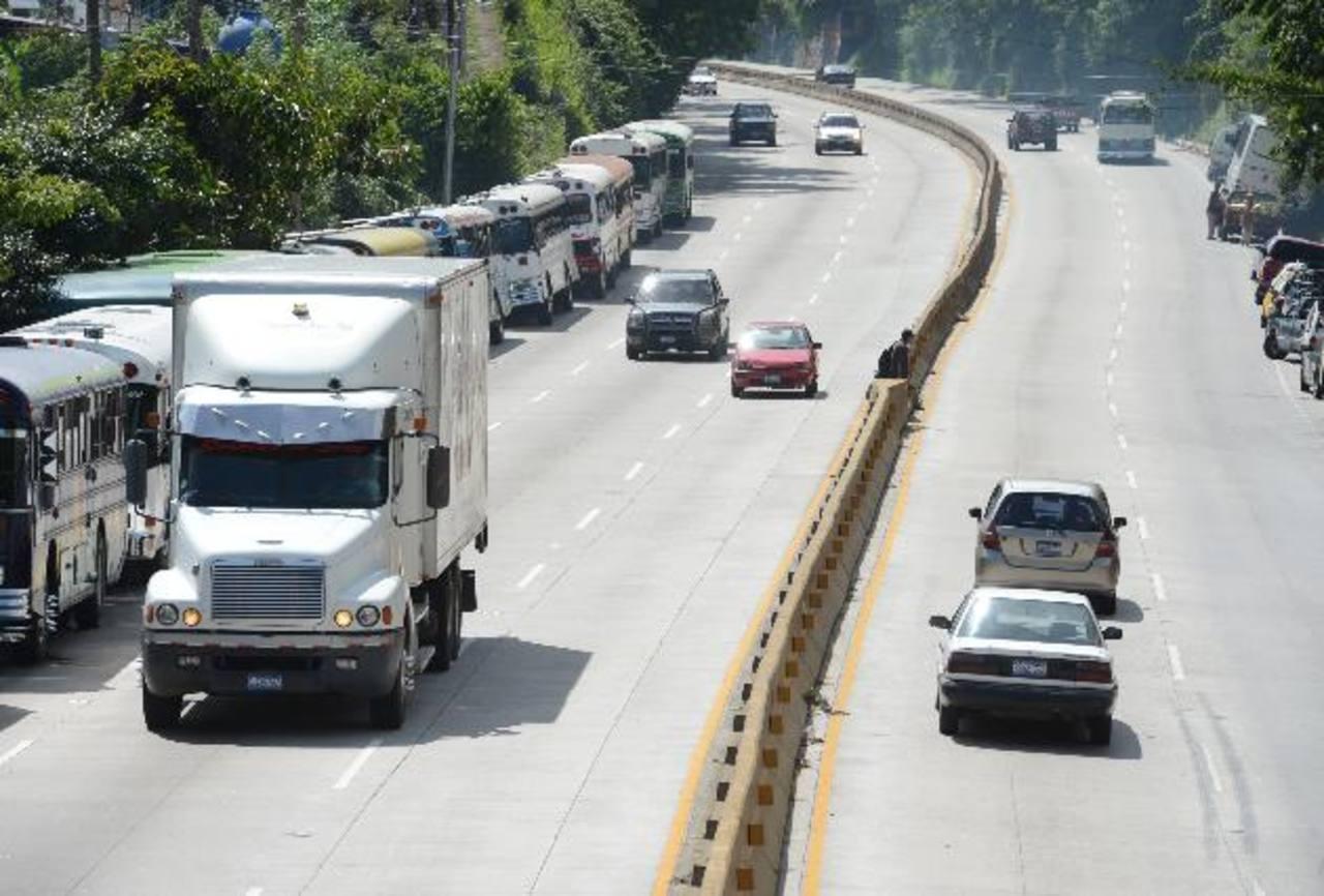 La vía de Los Chorros es uno de los puntos con restricción para vehículos de carga pesada.