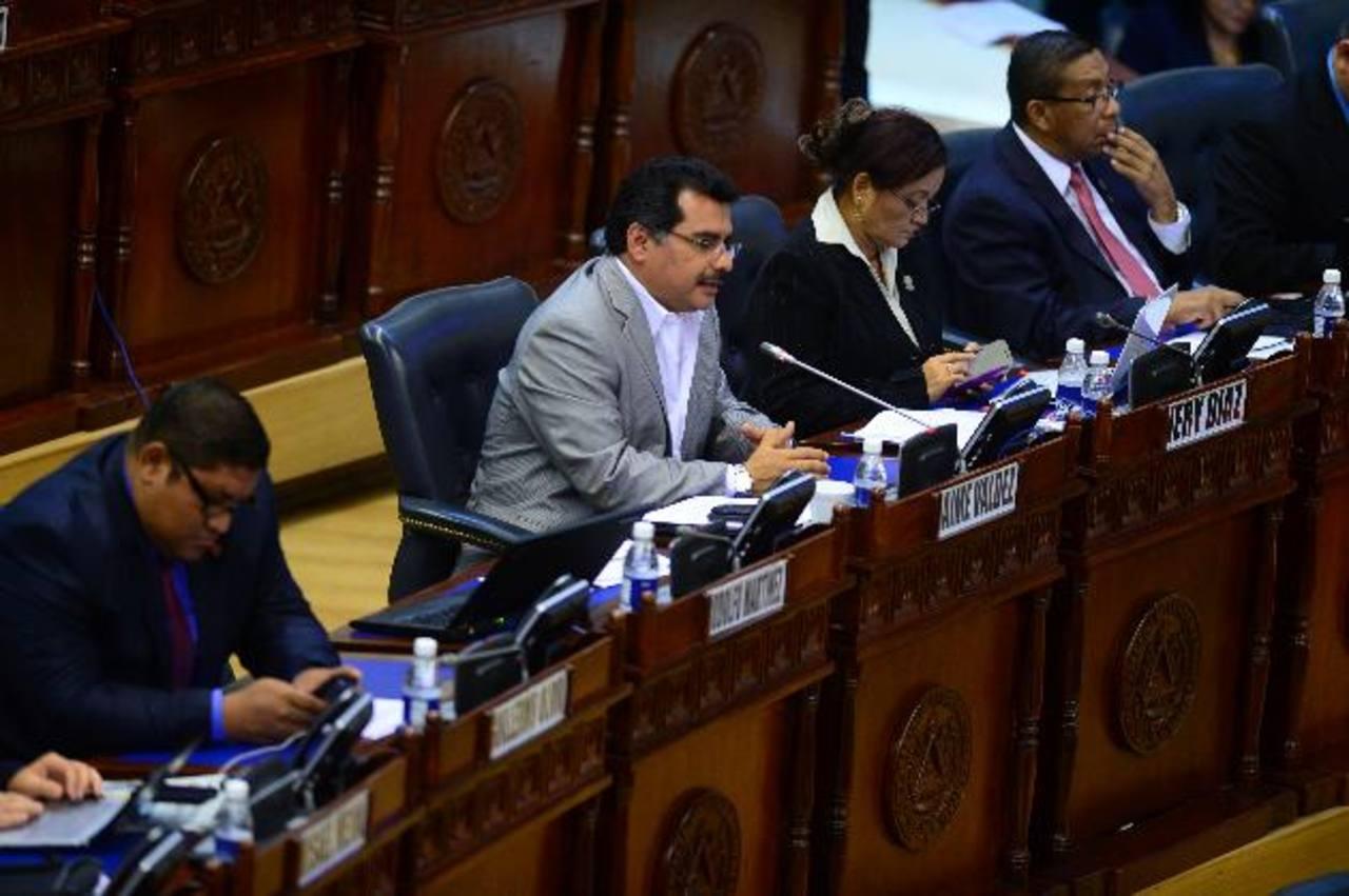 Jaime Valdez, del FMLN, aseveró que se cerró la comisión por la inasistencia de los diputados. foto edh/ jorge reyes
